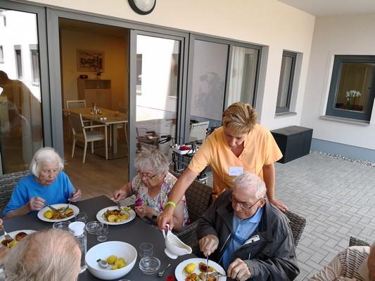 Hausgemeinsschaftskonzept, Mittagessen, Haus alma, Seniorenzentrum Hohburg, Lossatal, Karriere, Job