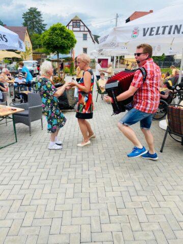 Der Volksmusiker Sven Meisezahl sorgte auf dem Sommerfest für gute Unterhaltung.