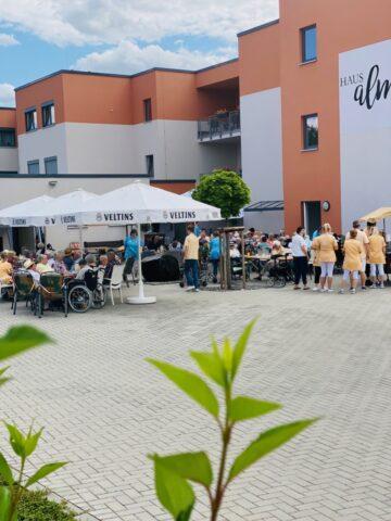 Nach langer Corona-Pause konnten auf dem Sommerfest endlich wieder alle Bewohner und Mitarbeiter gemeinsam feiern.